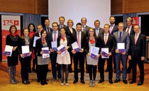 In der Sparkasse erfolgreich Lehrgänge der DEKA und Versicherungskammer absolviert
