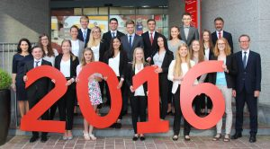 19 neue Auszubildende starten ihre Ausbildung zum Bankkaufmann bzw. zur Bankkauffrau bei der Sparkasse Niederbayern-Mitte