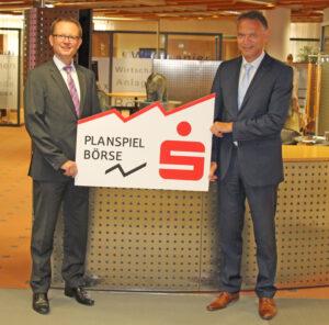 Vorstandsmitglied Dr. Martin Kreuzer, Wertpapierabteilungsleiter Karl-Heinz Bogner