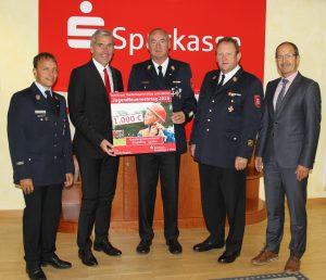 spendenuebergabe-kreisfeuerwehrverband-2016