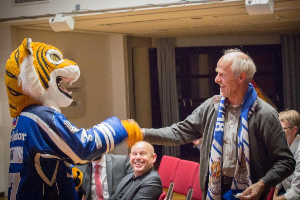 Tigo Straubing Tigers Schal Paydirekt Gewinnen