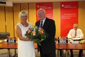 Landrat Trapp bedankte sich bei Sabine Rothammer.