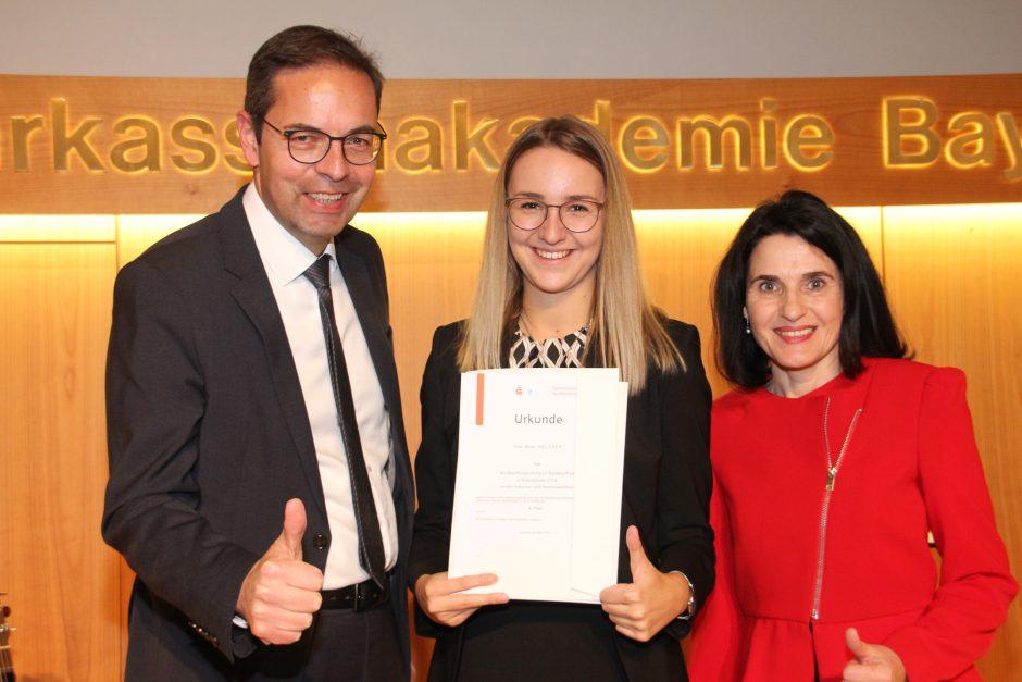 Anna Holzner gehört zu den besten Azubis der bayerischen Sparkassen