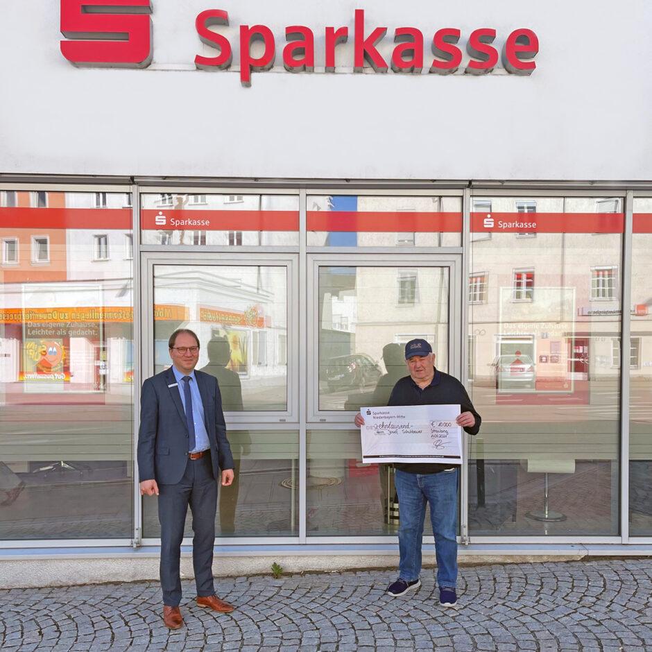 Sparkasse gratuliert PS-Los-Gewinner