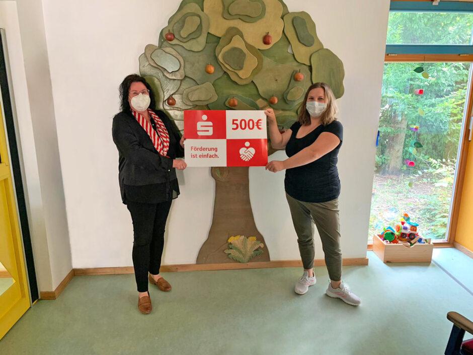 500 Euro Spendenübergabe an den Kindergarten Steinach